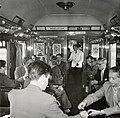 HUA-168788-Afbeelding van de leden van het Concertgebouworkest in de extra trein voor het orkest van Milaan naar Amsterdam. N.B. Men rookt hier in een niet-rokerscoupé. Zie ook Tussen de Rails, juli 1956, blz. 3.jpg
