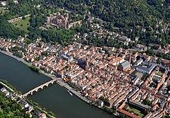 Heidelberg Altstadt Schloss Luftbild.JPG