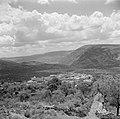 Het dorp Mag-del-Krum met op de achtergrond de berg Tabor, Bestanddeelnr 255-0833.jpg