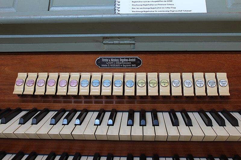 Datei:Heuchelheim - alte Martinskirche - Orgel - Register 1.jpg