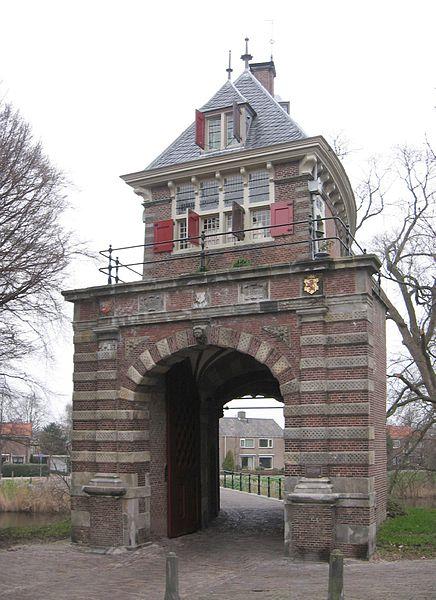 Bestand:Hoorn Oosterpoort 008 corr.jpg