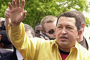 Chávez waves to supporters after disembarking at Salgado Filho Airport on January 26, 2003 while on route to the World Social Forum convened in Porto Alegre, Brazil (Agência Brasil).