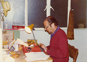 "Humberto Costantini - Humberto Costantini working ""nailed to the chair"""