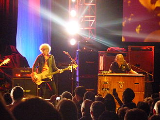 Verden Allen - Ian Hunter (left) and Verden Allen performing at a Mott the Hoople reunion gig, Hammersmith Apollo, October 2009