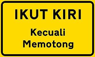 Comparison of MUTCD-influenced traffic signs - Image: Ikut kiri