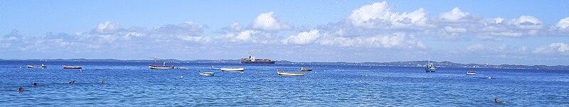 [FS9] Salvador - Ilha de Itaparica 800px-Ilha_Itaparica_vista_de_Salvador