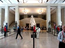 Vue du grand hall du Capitole (devant la statue)