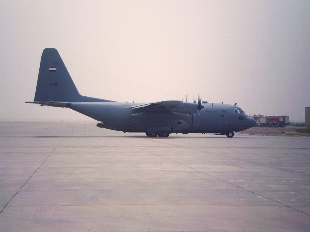 كيف اعاد العراق تكوين طياريه المقاتلين بعد غزو العام 2003 ؟ 1024px-Iraqi_Air_Force_C-130_on_the_flightline_at_Al_Basrah_International_Airport_April_1_2005
