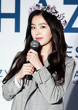 Irene Bae at Hazzys Accessories Fansign on March 16, 2018 (3).jpg