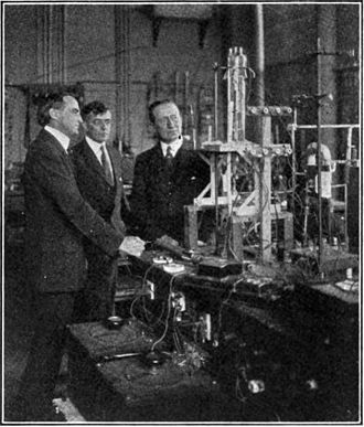 Irving Langmuir - Langmuir (center) in 1922 in his lab at GE, showing radio pioneer Guglielmo Marconi (right) a new 20 kW triode tube