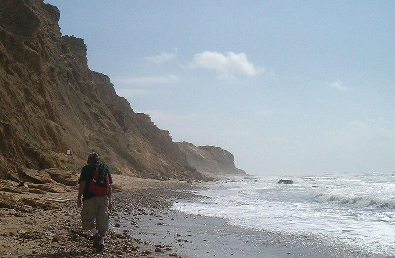 File:Israel National Trail coast of Mediterranean.jpg