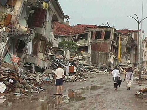 The 1999 Izmit earthquake which occurred in the northwestern of Turkey killed 17,217 and injured 43,959. Izmit eart3.jpg
