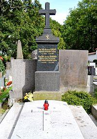 Jaroslav Škarvada hrob.JPG