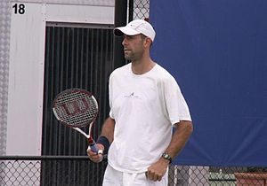 Jim Thomas (tennis) - Image: Jim practices with Stephen Huss at the 2006 Sydney International ATP Tournament