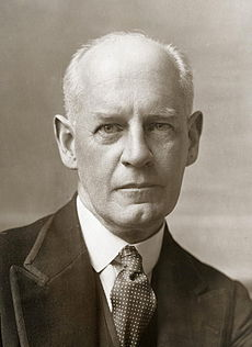 https://upload.wikimedia.org/wikipedia/commons/thumb/4/4d/John_Galsworthy_2.jpg/230px-John_Galsworthy_2.jpg