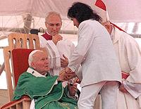 João Paulo II com o cantor Roberto Carlos a 5 de outubro de 1997, em sua terceira e última visita ao Brasil