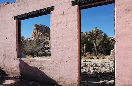 Joshua Tree National Park: Ruins of Uncle Willie's Health Food Store in Barker Dam Area.