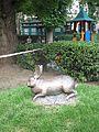 Károly, a nyúl szobra a Károlyi-kertben.JPG