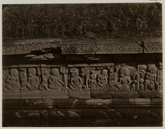 KITLV 28270 - Isidore van Kinsbergen - Relief on the east side of Panataran, Kediri - 1867-02-1867-06.tif
