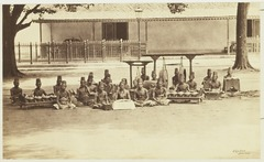 KITLV 3930 - Kassian Céphas - A Dalang, a pesinden and nijaga with a gamelan in the Kraton of the Sultan of Yogyakarta - Around 1885.tif