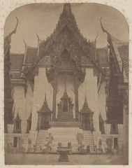 KITLV 4951 - Isidore van Kinsbergen - Sala Lek'an, the grand reception hall in the palace (Dusit Maha Prasat) of the first king of Siam in Bangkok - 1862-02.tif