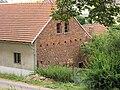 Kamenné průčelí domu, Výžerky.JPG