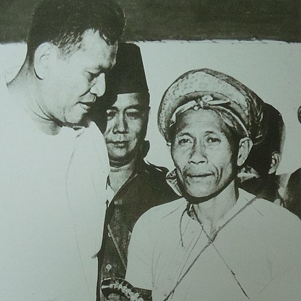After his surrender, Kamlon meets with President Ramon Magsaysay.