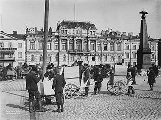 History of Helsinki - Helsinki market square in 1907