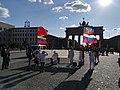 Komuniści przed Bramą Brandenburską.jpg