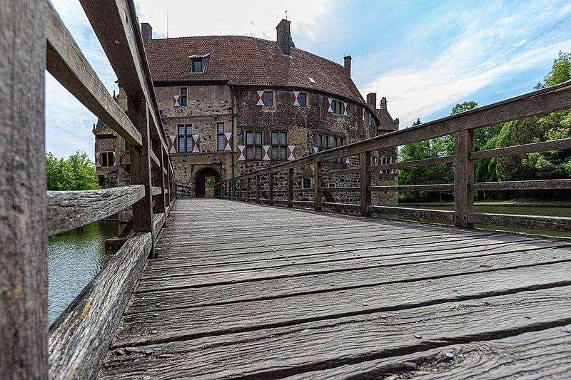 File:Lüdinghausen, Burg Vischering -- 2013 -- 0335.jpg