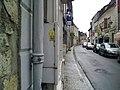 La rue où passe le chemin de Compostelle dans Sauveterre-de-Béarn.jpg