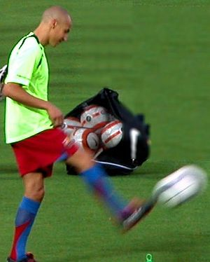 Henrik Larsson - Larsson warming up for Barça