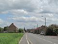 Lecelles, straatzicht met kerktoren op de achtergrond foto1 2013-05-09 14.58.jpg
