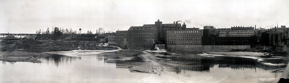 Black and white photo of Lewiston factories c. 1910