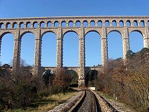 Roquefavour Aqueduct - Image: Ligne Rognac Aix 25