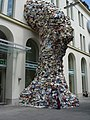 Linz - Austria - scuoltura di libri - panoramio.jpg