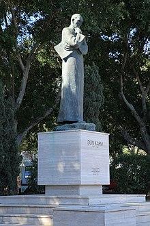 Malta - Floriana - Triq Sant' Anna - Dun Karm Psaila monument 02 ies.jpg