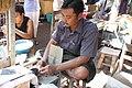 Mandalay-Jademarkt-12-Schleifer-gje.jpg