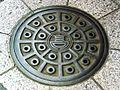 Manhole.cover.in.takada.tokyo.jpg