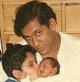 Mano Wijeyeratne with children Subodhana & Hasitha.jpg