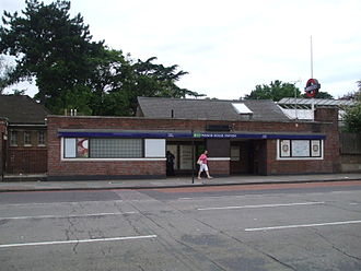 Manor House, London - Image: Manor House stn main entrance