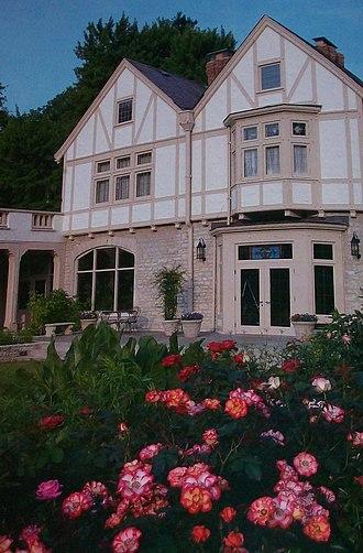 Ohio Governor's Mansion - Image: Mansion thru Roses