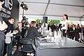 Meisje wordt beoordeelt door jury model elite wedstrijd Spijkenisse.jpg