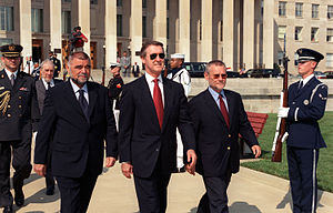 Ivica Račan - Left to right: Croatian President Stjepan Mesić, former U.S. Secretary of Defense William Cohen, and Ivica Račan in the United States, 8 August 2000