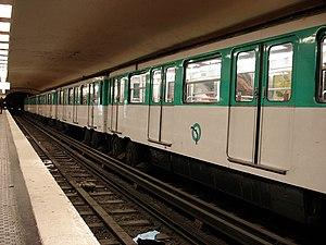 Montparnasse – Bienvenüe (Paris Métro) - Image: Metro Paris Ligne 6 station Montparnasse Bienvenue 02