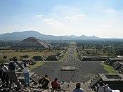 Teotihuacan. Vista de la calzada de los muertos desde la pirámide de la Luna.