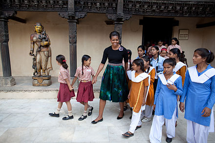 Obama with children in Delhi, November 8, 2010. Michelle Obama at National Craft Museum, Delhi, 2010.jpg