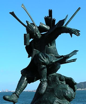Minamoto no Yoshitsune - Statue of Yoshitsune in Mimosusogawa Park, Shimonoseki, near the site of the Battle of Dannoura