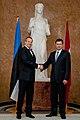 Ministru prezidents Valdis Dombrovskis tiekas ar Igaunijas prezidentu Tomasu Hendriku Ilvesu 11.10.2011. (6233933773).jpg