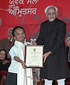 Mohd. Hamid Ansari presenting the National Youth Award 2007-08 to Shri P.K. Shoukathali from Kerala, at the inaugural ceremony of the 14th National Youth Festival, in Amritsar, Punjab on January 12, 2009.jpg